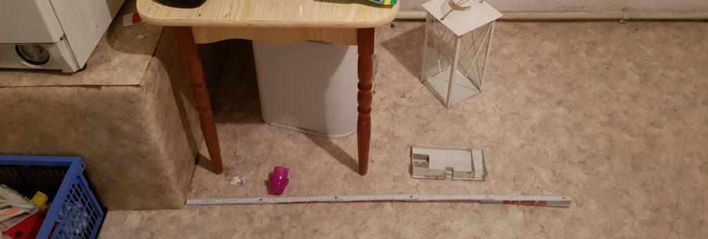 Ausmessen ob Platz für Podest da ist, um auch für Trockner und Waschmaschine zu dienen
